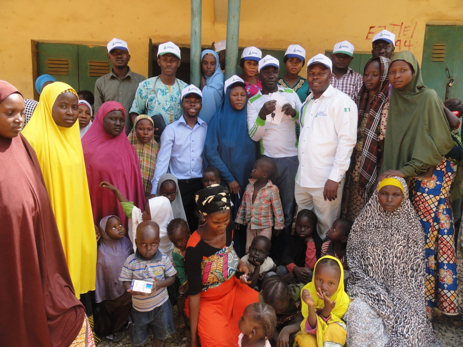 Group picture with Waru IDP
